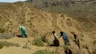 Una árabe follando en el desierto