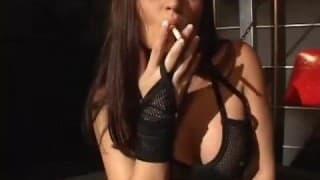 Una fumadora follada a la fuerza