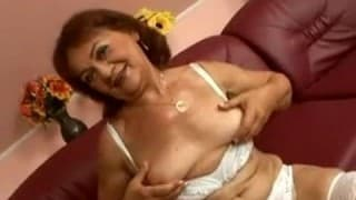 Una anciana con ganas de follar