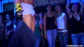 Orgía nocturna durante la fiesta