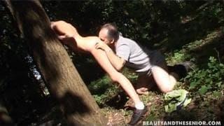Muchas ganas de follar en el bosque