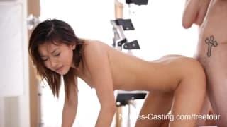 Nubiles Casting - Una adolescente asiática folando