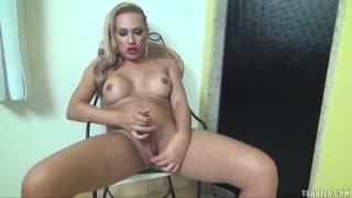 Milena Ninfeta se quiere masturbar sola