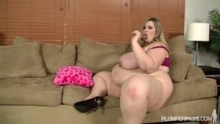 Mandy Majestic es una actriz gorda y cachonda