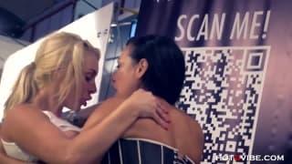 Dos putas lesbianas en un espectáculo