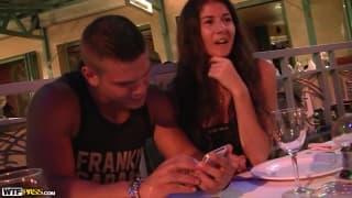 Agnessa quiere sexo con su amigo Juan