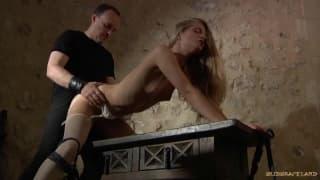 Liana Anastasia será dominada para el sexo