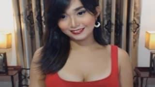 TRansexual asiática mostrandose en la webcam
