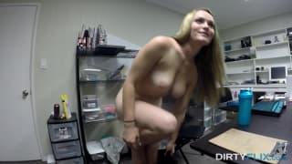 Monica Rise se deja coger en la webcam