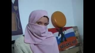 Rubi es una joven de Túnez que quiere sexo