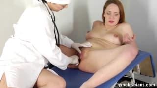 UN excamen médico termina en un 69 erótico