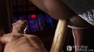 Dos hombres disfrutando del mejor anal!