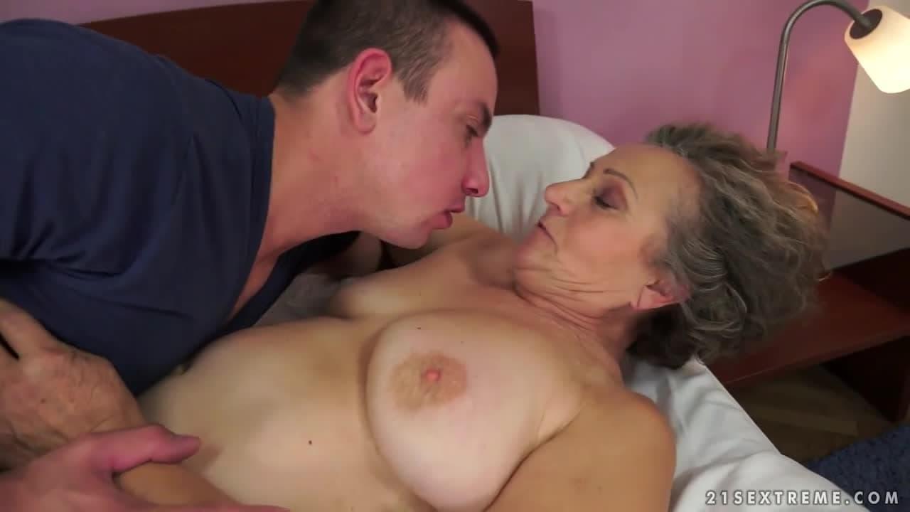 Canal Porno Orgasmos Hombred cuatro viejas putas tetonas y nalgonas graban escenas xxx y