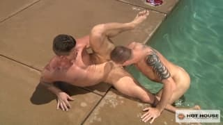 Homosexuales gourmet en la piscina hoy