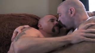 Vemos a dos hombres maduros que quiere anal